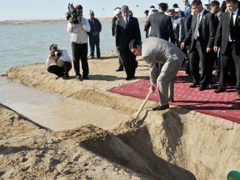 Turkmenistan's President Gurbanguly Berdimuhamedow's name has eleven syllables.
